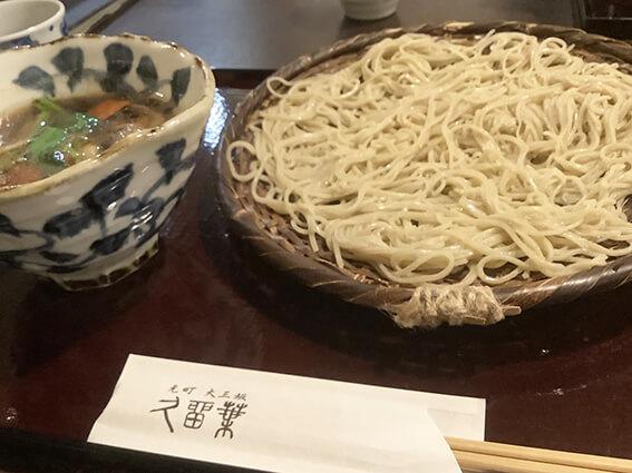 鴨根菜のセイロ写真
