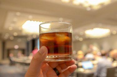 晩酌と寝酒の違い。「夕食時」か、「就寝前」か。飲酒する時の違いです