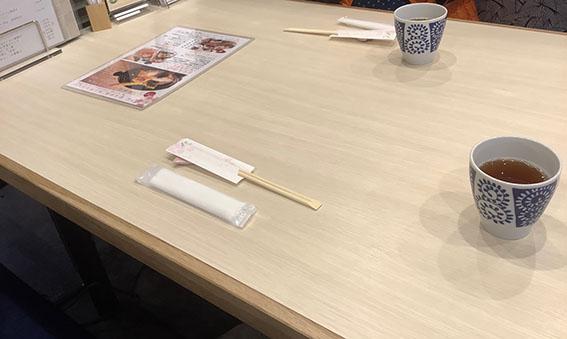 うにむらかみ函館駅前店のテーブル写真