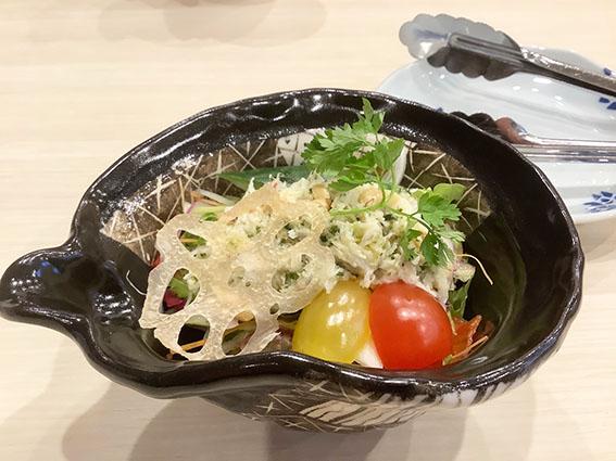 カニだらけサラダの写真