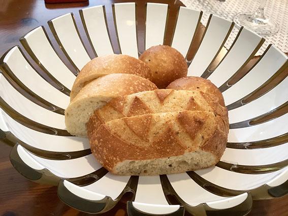 唐草館の自家製パンの写真