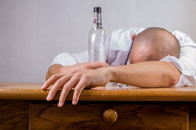 泥酔した男性の写真