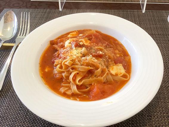ノッシュのトマトソースのモッツァレラのパスタの写真