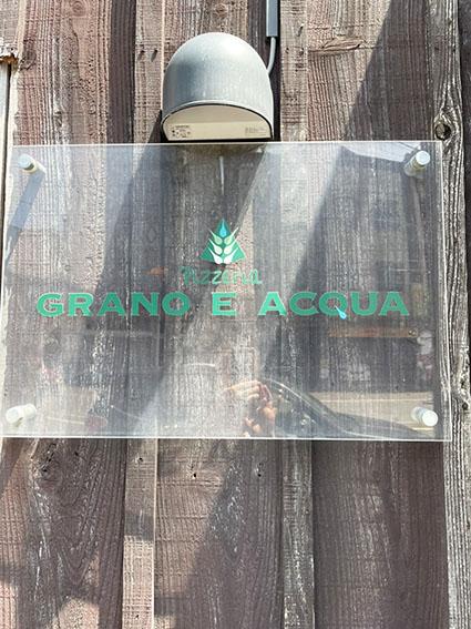 グラーノエアックアの看板写真