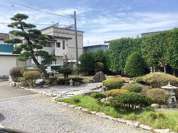 楽膳美和邸の庭園写真