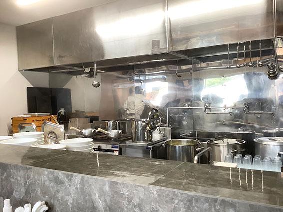 RAMEN ROOM 18の調理場の写真